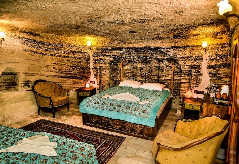 Aura Cave Suits, Nevsehir, Triple Room (Cave), Hotel Interior