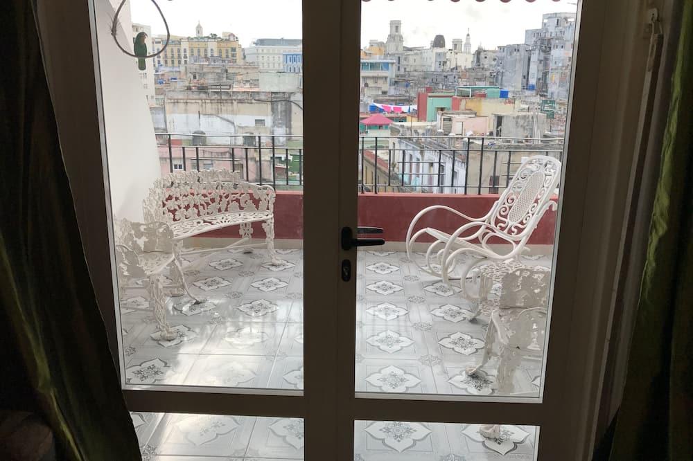 베이직 아파트, 침대(여러 개), 시내 전망, 코너 - 테라스/파티오