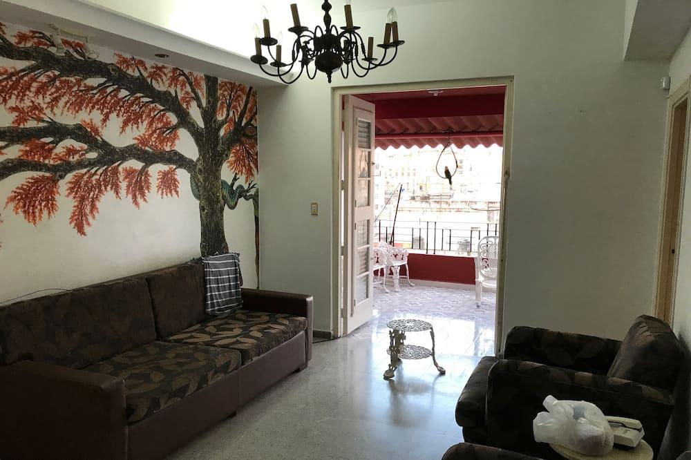 베이직 아파트, 침대(여러 개), 시내 전망, 코너 - 거실 공간