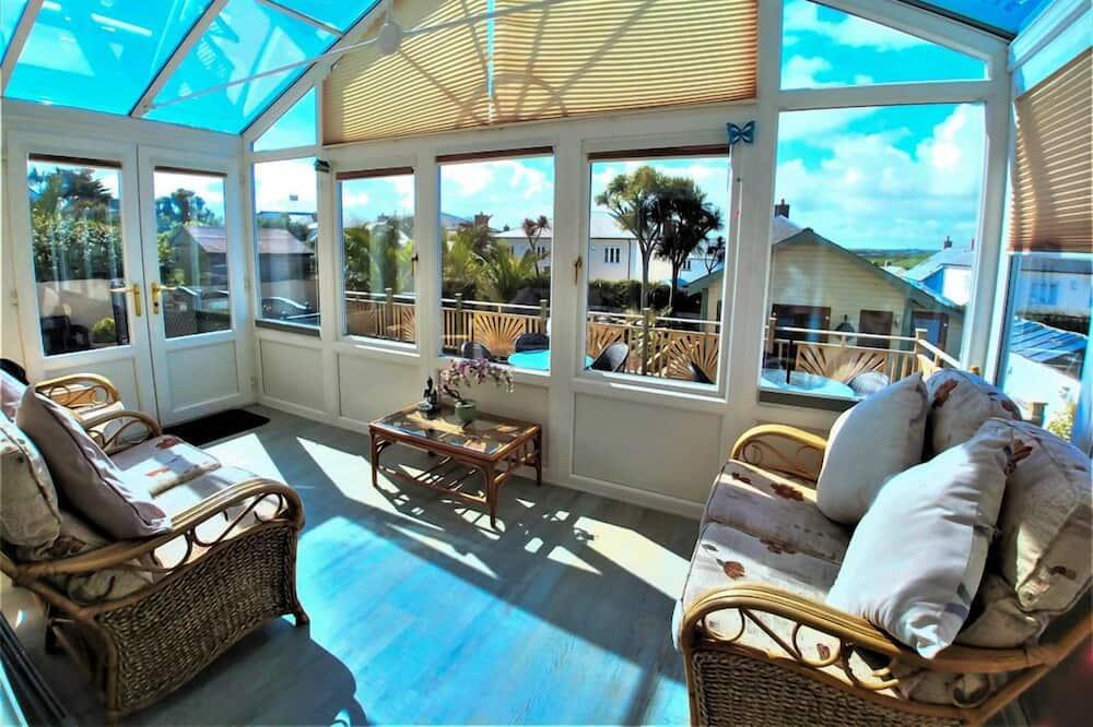 Apartmán typu Deluxe, 2 ložnice, terasa - Obývací prostor