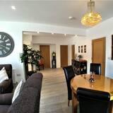 Apartmán typu Deluxe, 2 ložnice, terasa, přízemí - Stravování na pokoji