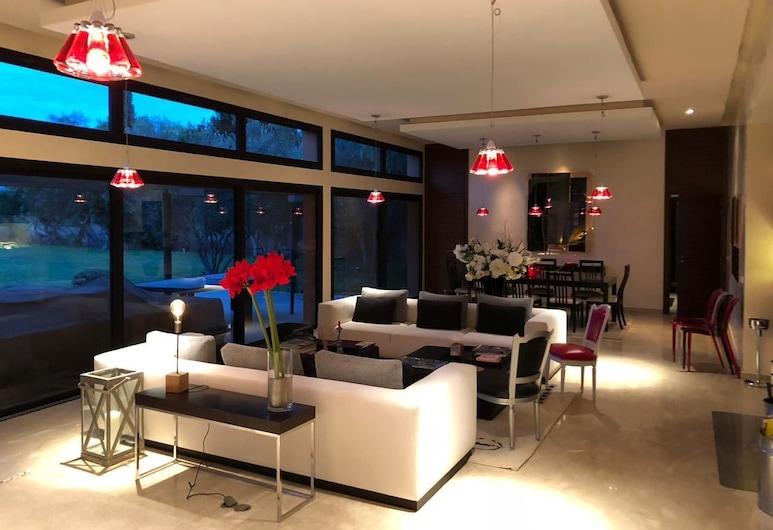 Belle Villa Front Golf, Oulad Hassoune, Villa, 4 habitaciones, vista al campo de golf, Sala de estar