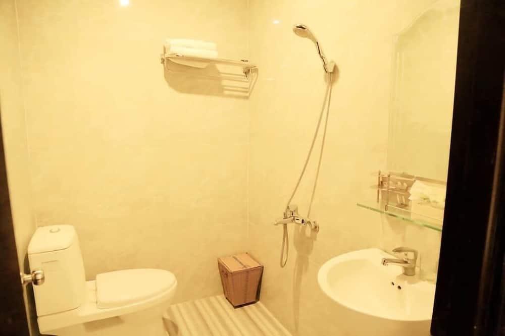 ห้องดีลักซ์สำหรับสี่ท่าน, วิวเมือง - ห้องน้ำ