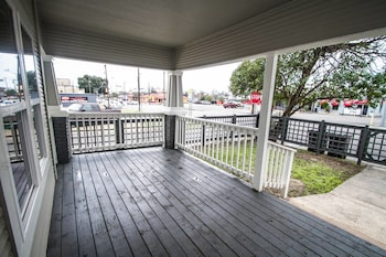 Picture of Hackberry St #B Renovated 2BR Near Downtown SA in San Antonio