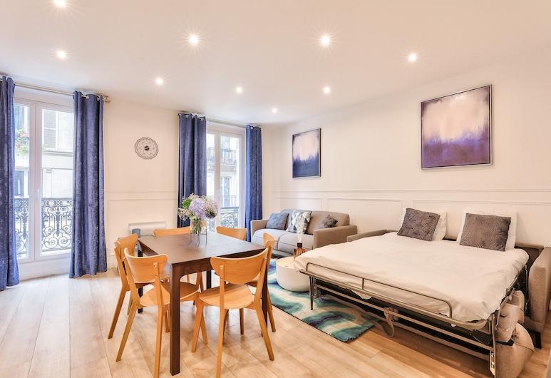 23 - Pretty Parisian Flat in Montorgueil, Paris, Apartment, 3 Bedrooms, Living Area