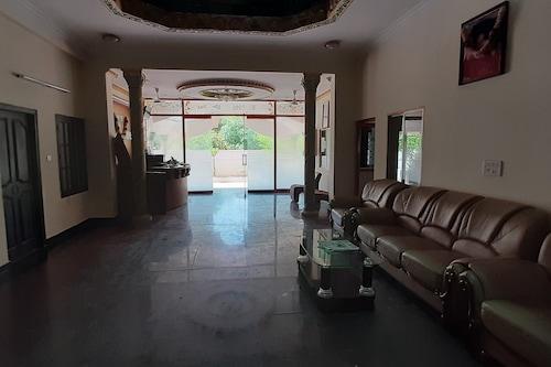 薩伊朗加住宅及酒店/