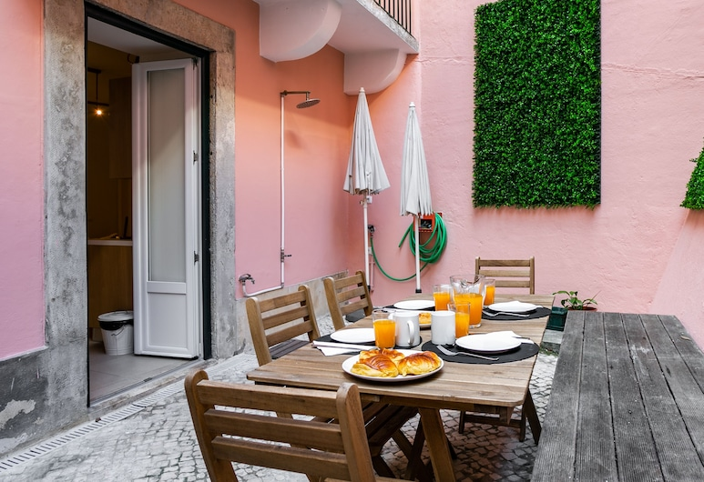 Cozy Tailor Made With a Refreshing Terrace, Lisbon, Apartment, 1 Bedroom, Terrace/Patio