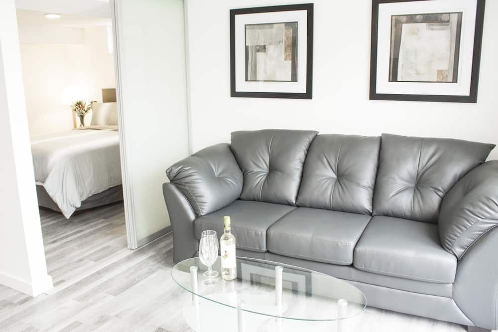 Luxury Suite, 1 Queen Bed with Sofa bed, Non Smoking, Lake View - Living Area