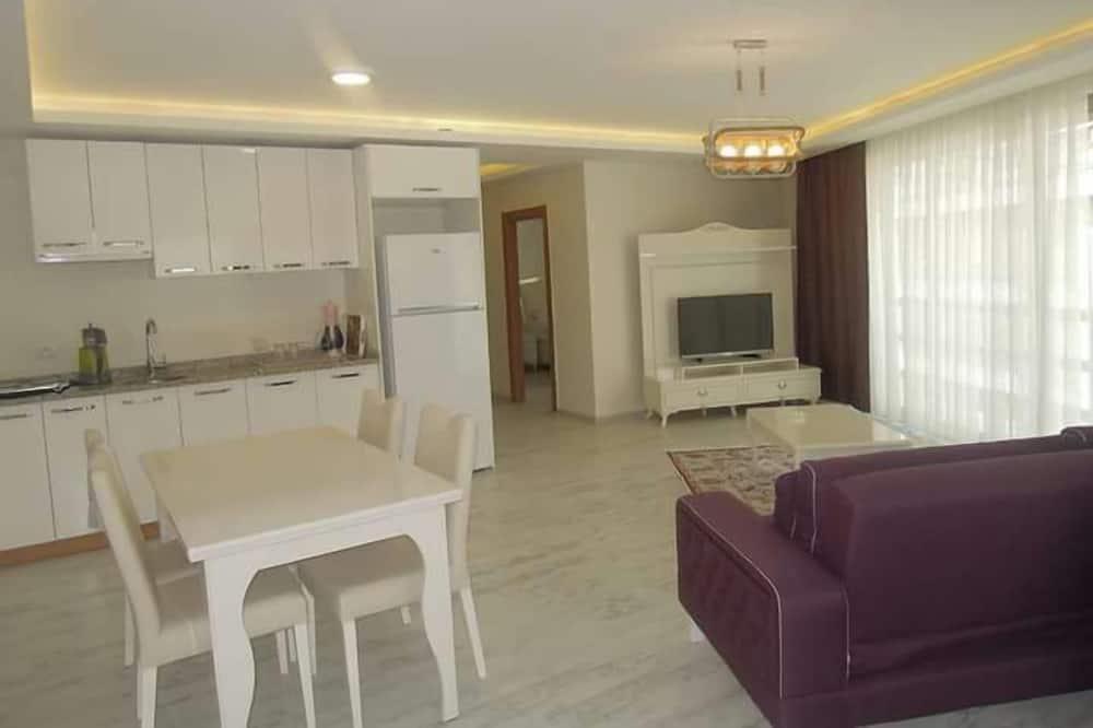 شقة فاخرة - بمطبخ - تناول الطعام داخل الغرفة