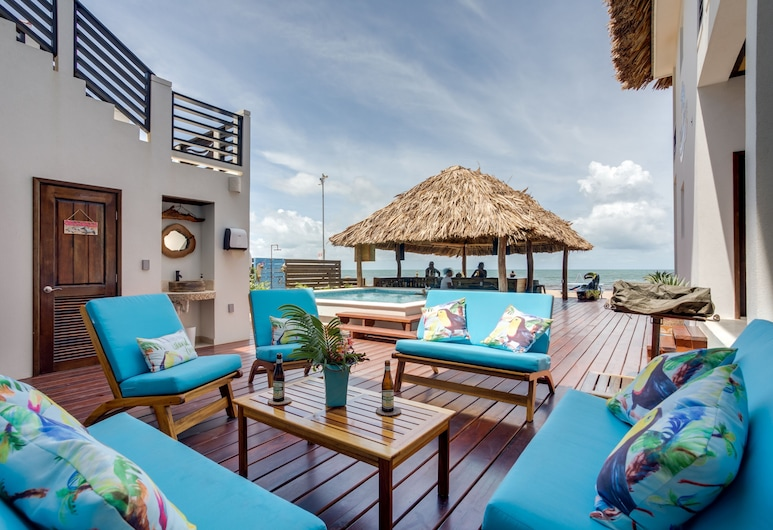 Ocean Breeze, Placencia, Economy Studio, 1 Queen Bed, Beach View, Beachside, Hotel Bar