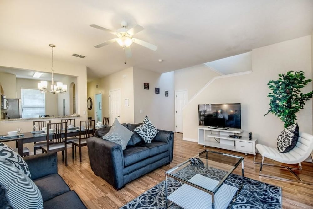 Apartment, Multiple Beds (1104CAL 4 bedroom Townhome in a Resor) - Living Area