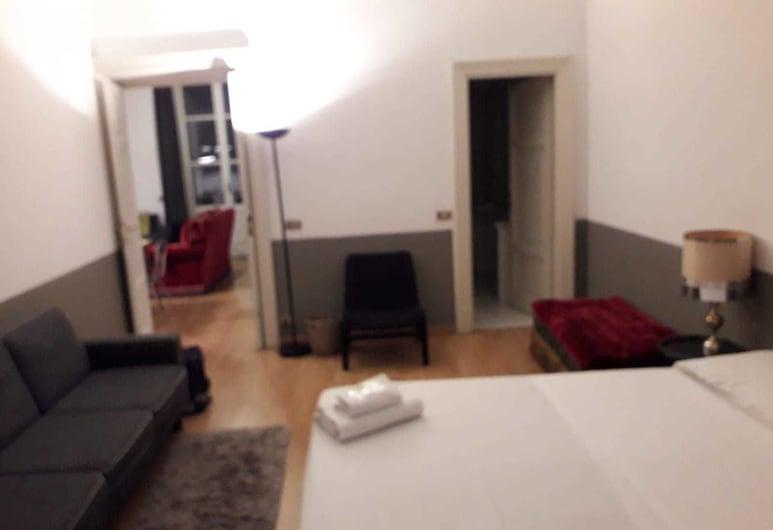 da Sabrina Cavour 57, Rome, Apartment, 3 Bedrooms, Room