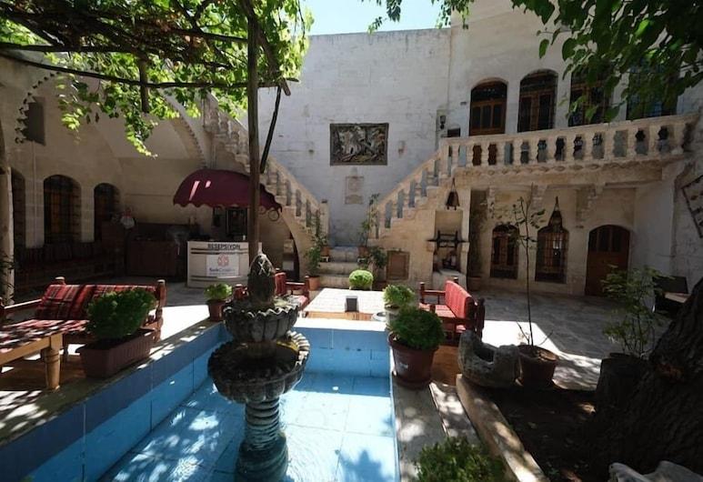 Sark Ciragan Konak Butik Otel, Sanliurfa, Familienzimmer, 6Schlafzimmer, Nichtraucher, Blick auf den Innenhof, Innenhof