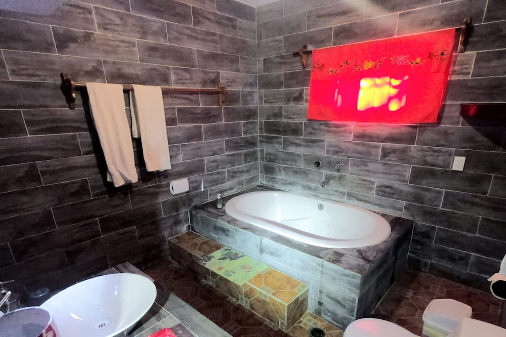 Deluxe Suite, 2 Queen Beds, Garden View - Private spa tub