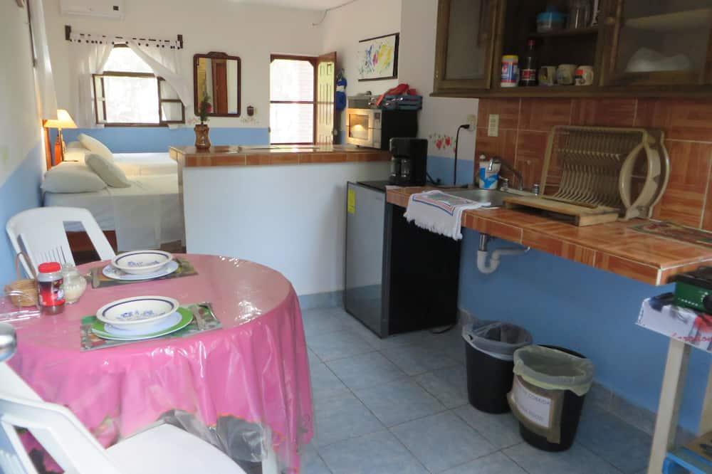 Comfort Double Room, 2 Queen Beds, Garden View - In-Room Dining