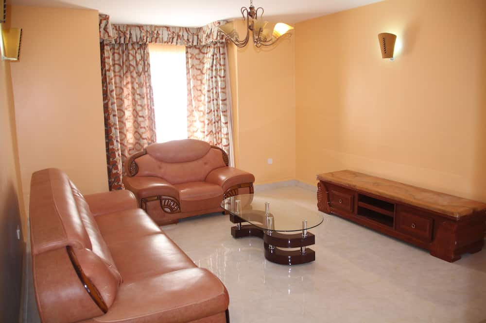 Deluxe Apartment, 3 Bedrooms, Non Smoking - Living Area