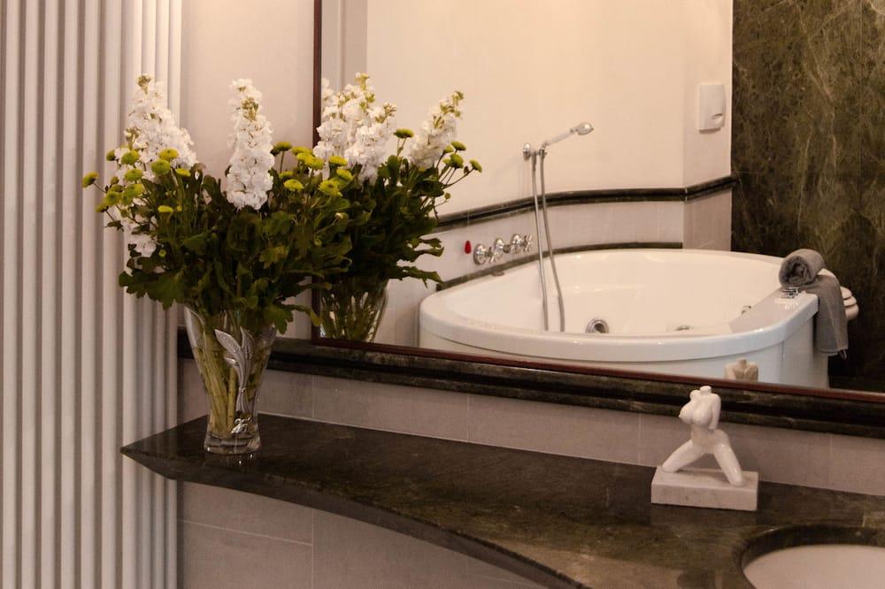 Comfort Room, Garden View - Bathroom