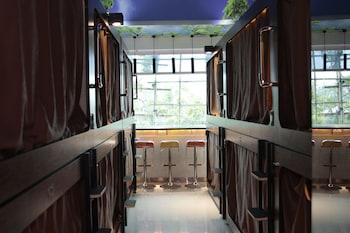 Фото SNOOZE Capsule Hotel у місті Гонконг