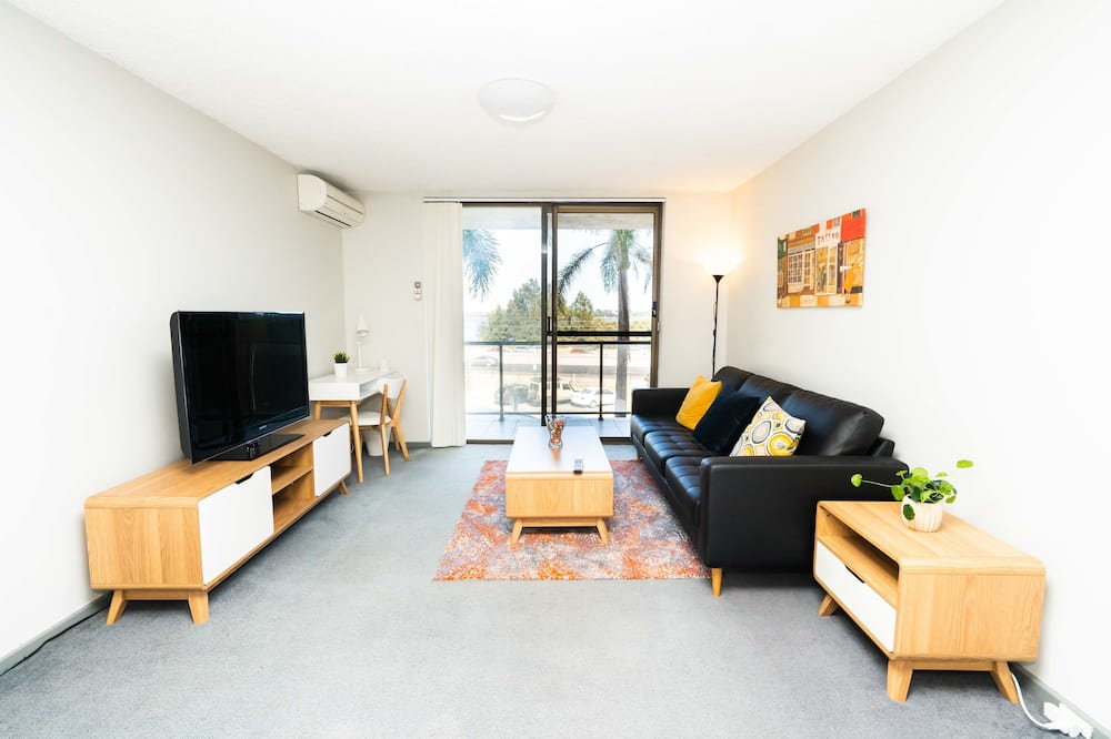 Deluxe Apartment, 2 Bedrooms, Bay View - Living Area