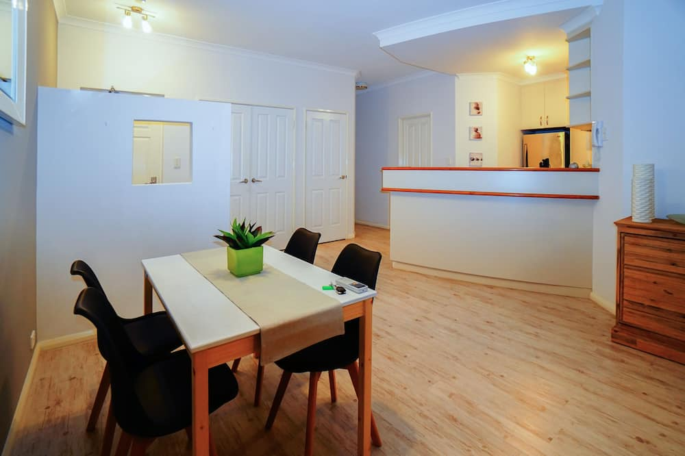 Deluxe Apartment, 3 Bedrooms - In-Room Dining