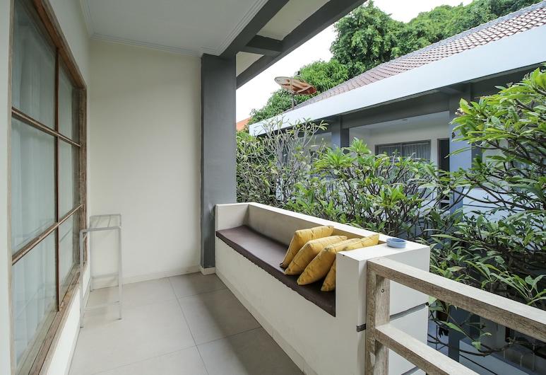 OYO 817 Mesari Beach Inn, Seminyak, Standard Twin Room, Balcony