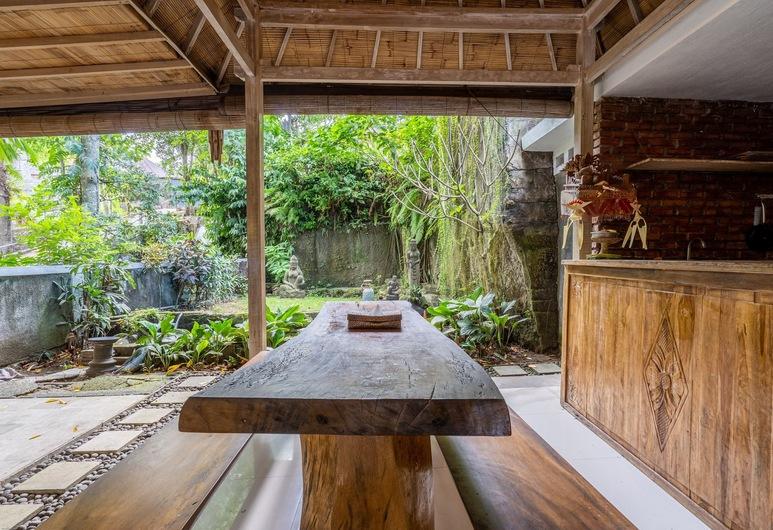 OYO 785 Van Mandri Guest House, Kerobokan, Sitzecke in der Lobby