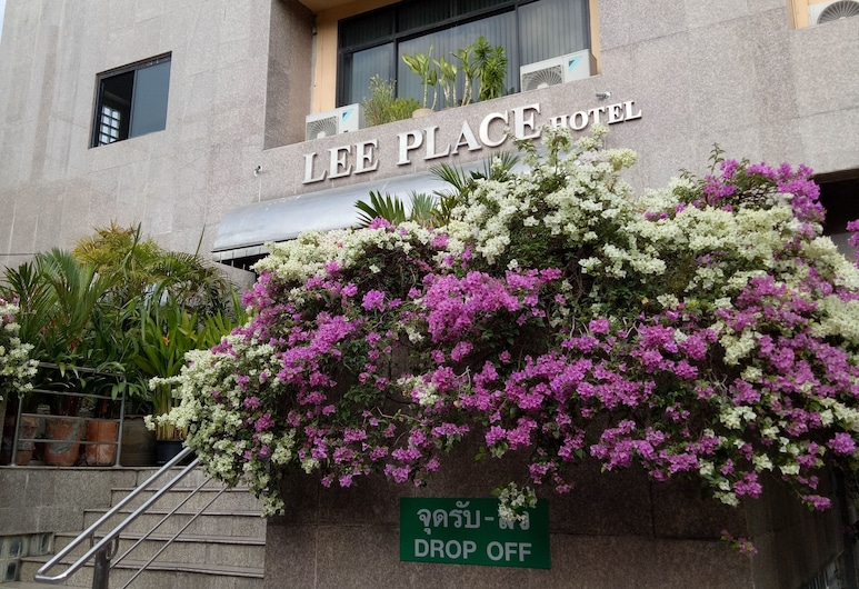 Lee Place Hotel, Bangkok, Hotel Entrance