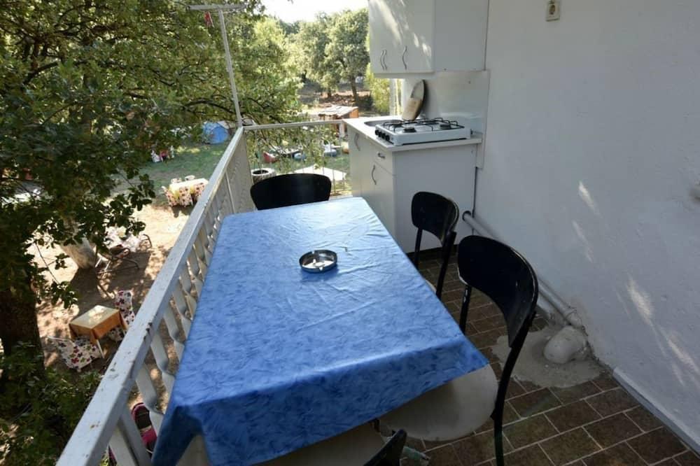 Standard szoba kétszemélyes vagy két külön ággyal, konyharész - Erkély