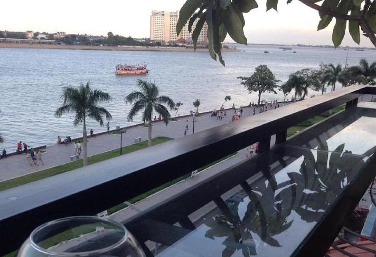 New Season Riverside Hotel, Phnom Penh