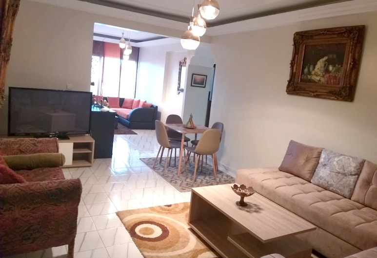 Apartment With 2 Bedrooms in Casablanca, With Wonderful sea View, Terrace and Wifi - 200 m From the Beach, Casablanca, Elutuba
