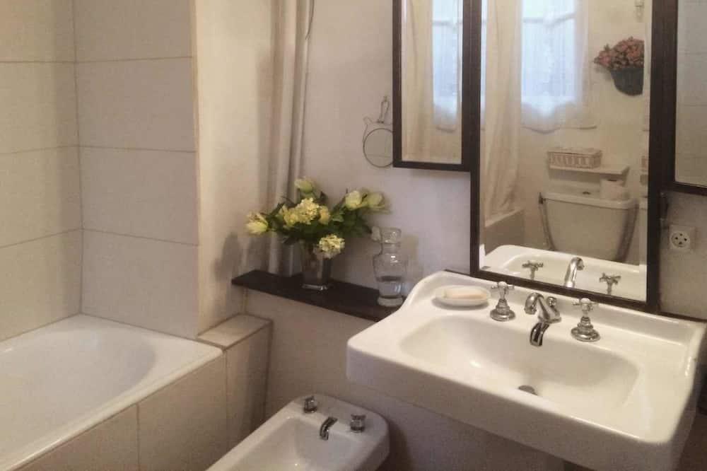Vierbettzimmer, 2Queen-Betten - Badezimmer
