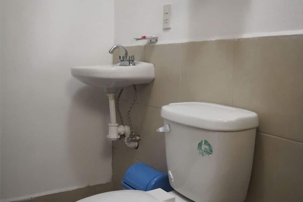 Chambre Double, 1 grand lit - Salle de bain
