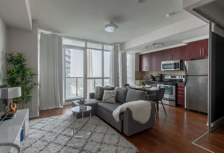 Downtown Luxury CN Tower & Lake View, Toronto, Premium Condo, 1 Queen Bed with Sofa bed, Living Area