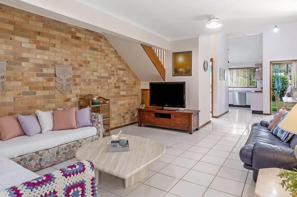3 Bedroom Cottage - Living Area