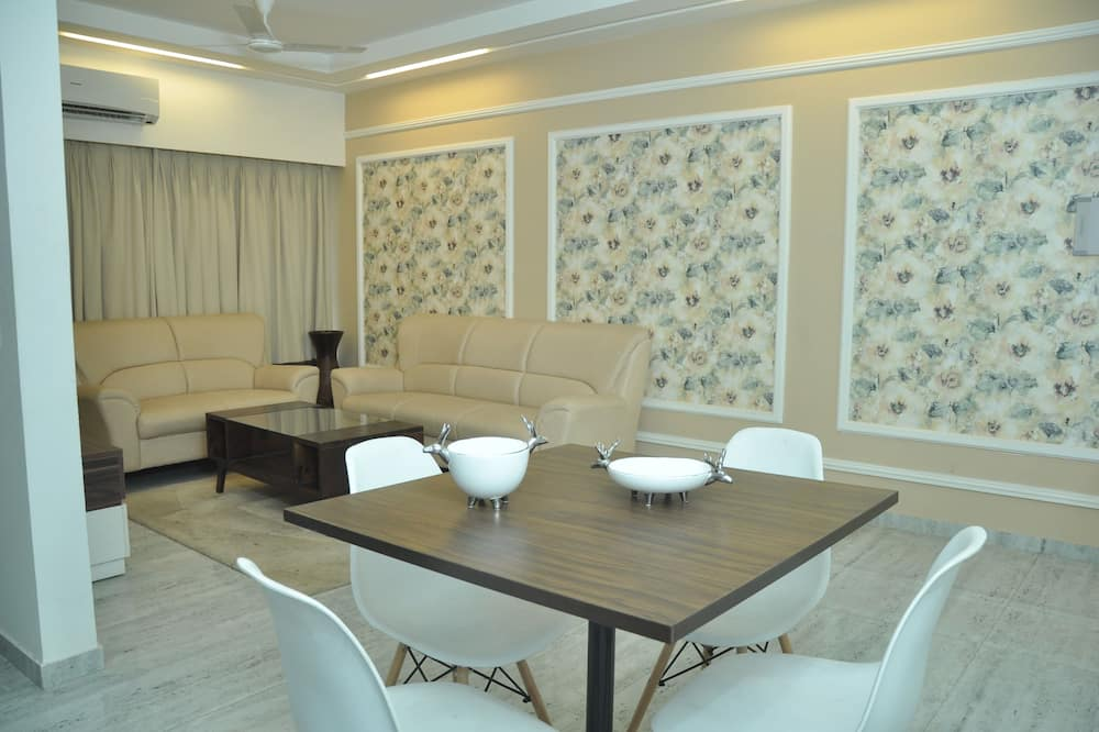 Premium Double or Twin Room, City View - Living Area