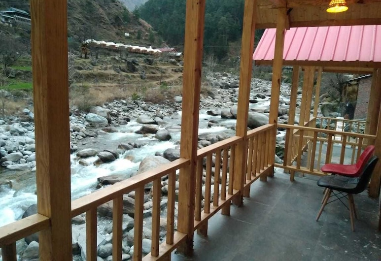 Offbeat Abodes -Tirthan Valley, Banjar, Riverside Cottage , Balcony