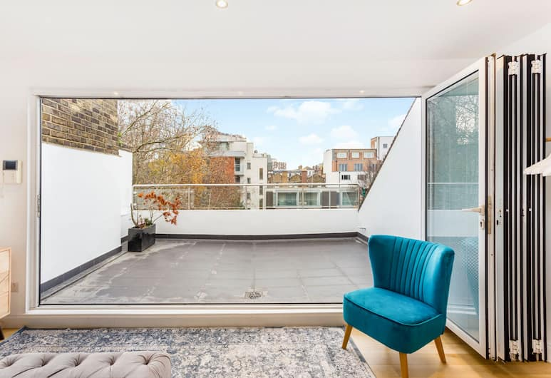The Crabtree Coach House - 4bdr House With Private Rooftop Terrace, London, Terrace/Patio