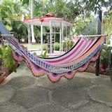 Deluxe sviit, Voodeid on mitu, vaade aeda - Lõõgastumisala