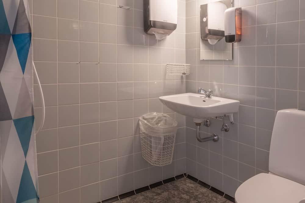 Economy Double Room, Multiple Bedrooms, Garden View - Bilik mandi