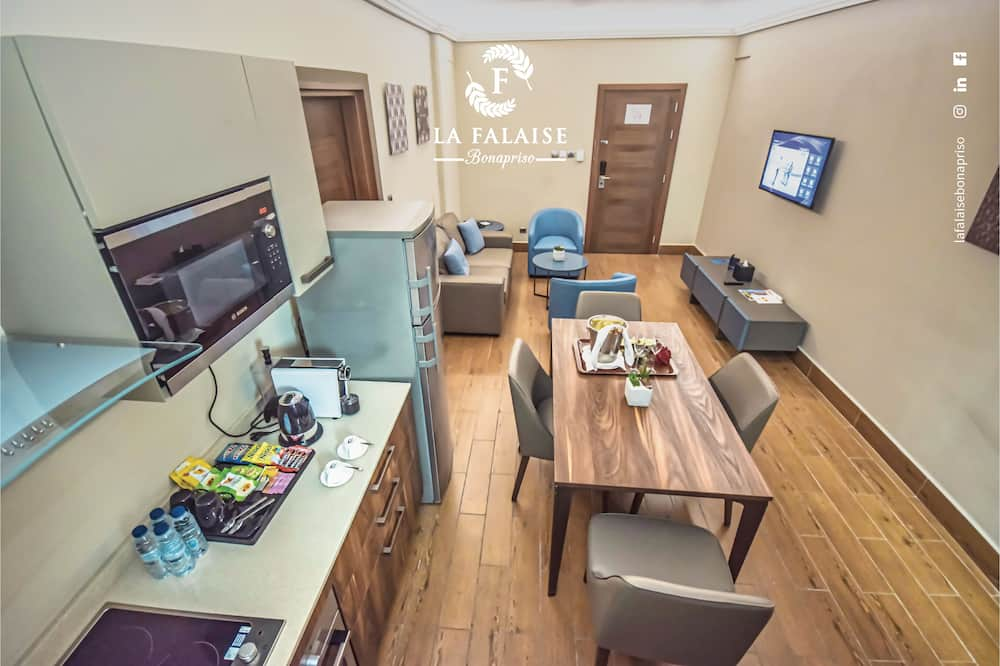 Deluxe Apartment, 2 Bedrooms, Kitchenette - In-Room Dining