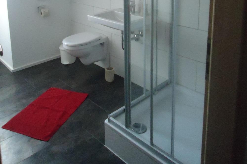 Deluxe - kolmen hengen huone, Oma kylpyhuone - Kylpyhuone