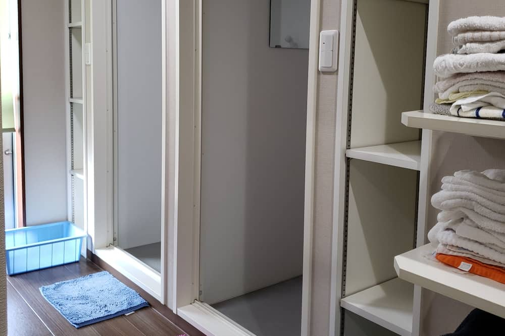 Shared Dormitory, Men only (for 4 people) - Bathroom Shower