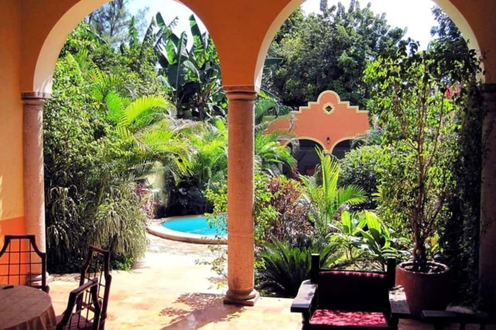 Tranquil Tropical Oasis in the Historic Center