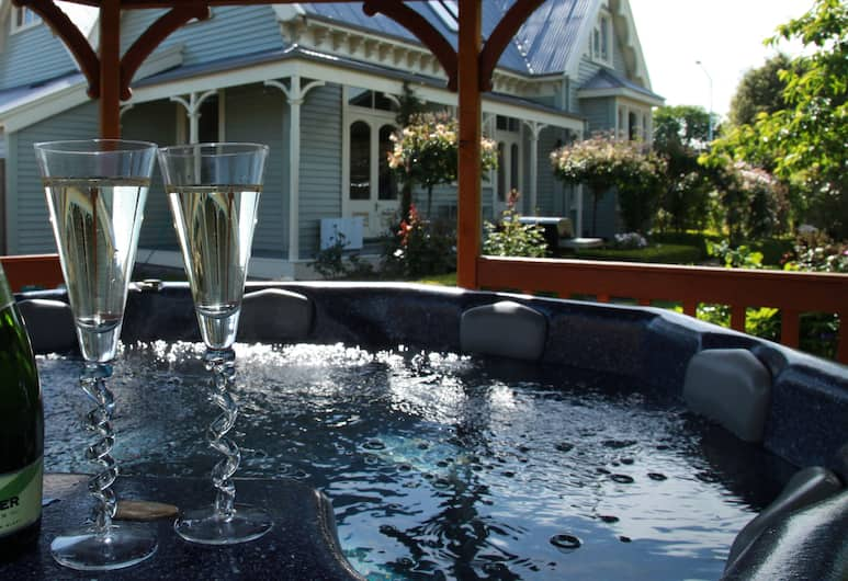 LILAC ROSE BOUTIQUE BED AND BREAKFAST, Christchurch, Bubbelpool utomhus