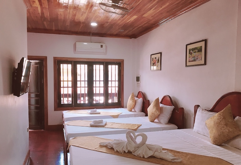 Elephant Boutique Hotel, Luang Prabang, Deluxe Family Room with Private Balcony , Gjesterom