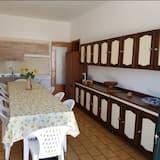 Chambre Double, salle de bains commune, vue jardin - Cuisine partagée