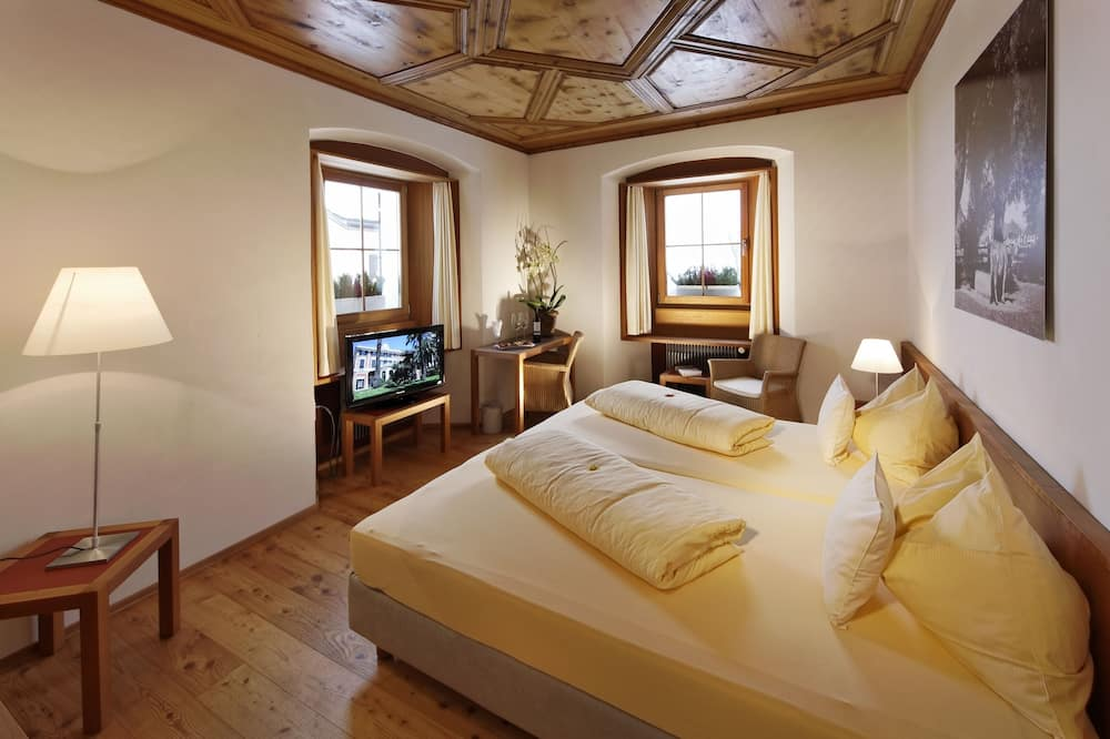 Улучшенный двухместный номер с 1 двуспальной кроватью, вид на горы - Номер