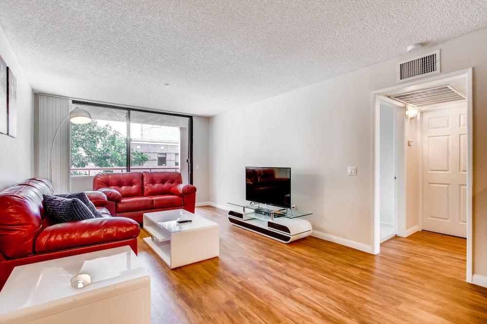 樓中樓客房, 1 張加大雙人床及 1 張梳化床, 廚房 - 客廳