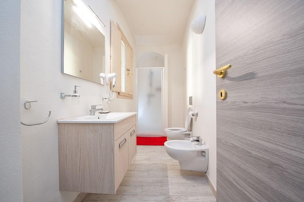Apartamentai, 1 miegamasis, vaizdas į baseiną - Vonios kambarys
