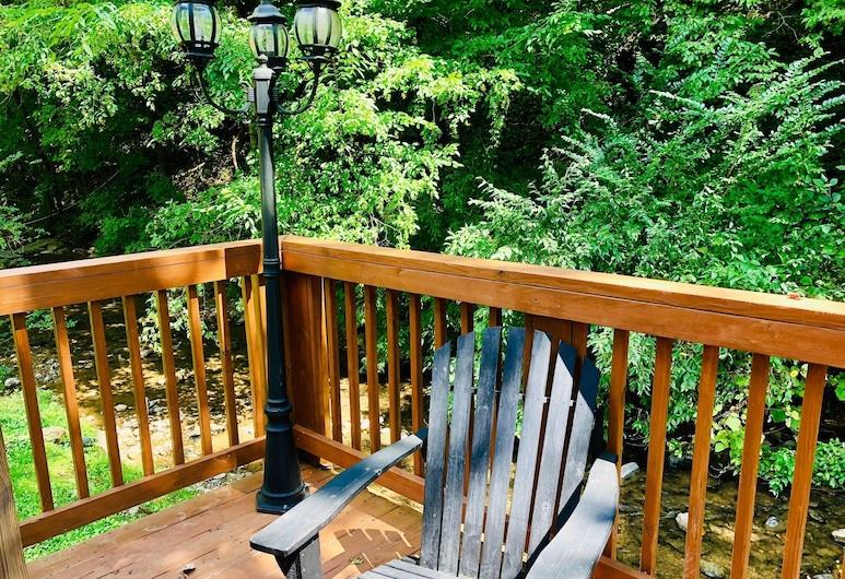 Creekside Dreams - One Bedroom Cabin, Pigeon Forge, Ferienhütte, Mehrere Betten, Whirlpool, Balkon